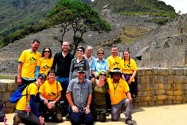¿Es necesario contratar un guía profesional para ingresar a Machu Picchu?
