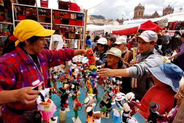 La Tradicional Feria del Santurantikuy