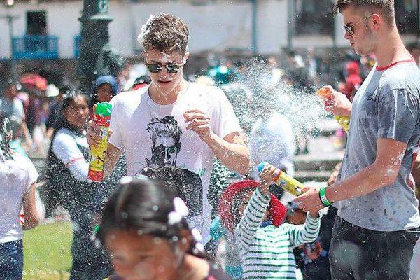 Conoce y celebra  las 5 mejores festividades de carnavales en Perú