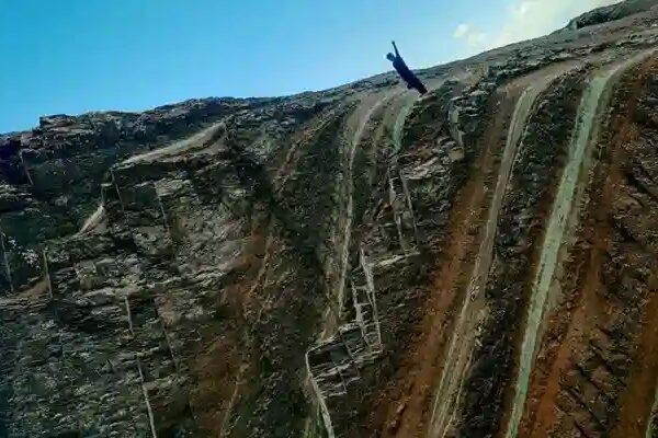 Pallay Puncho del Apu T'akllo – La montaña con forma de tejido Incaico
